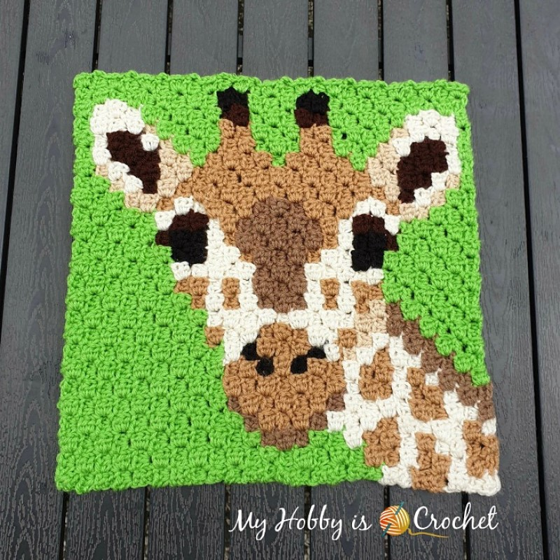 Giraffe C2C Square by Kinga Erdem
