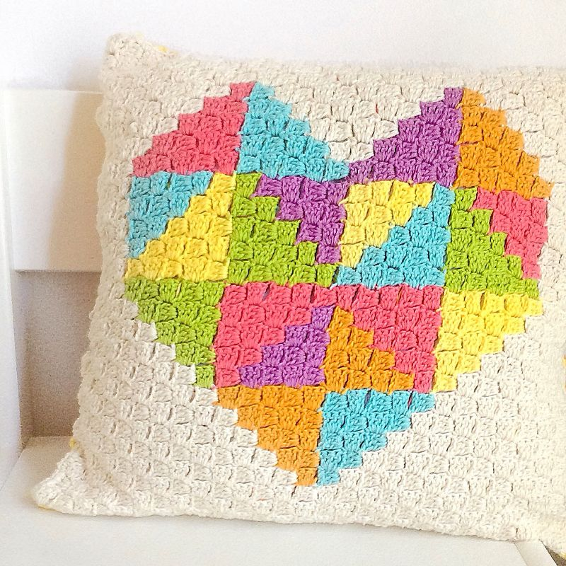 love-triangle-c2c-cushion-free-crochet-pattern