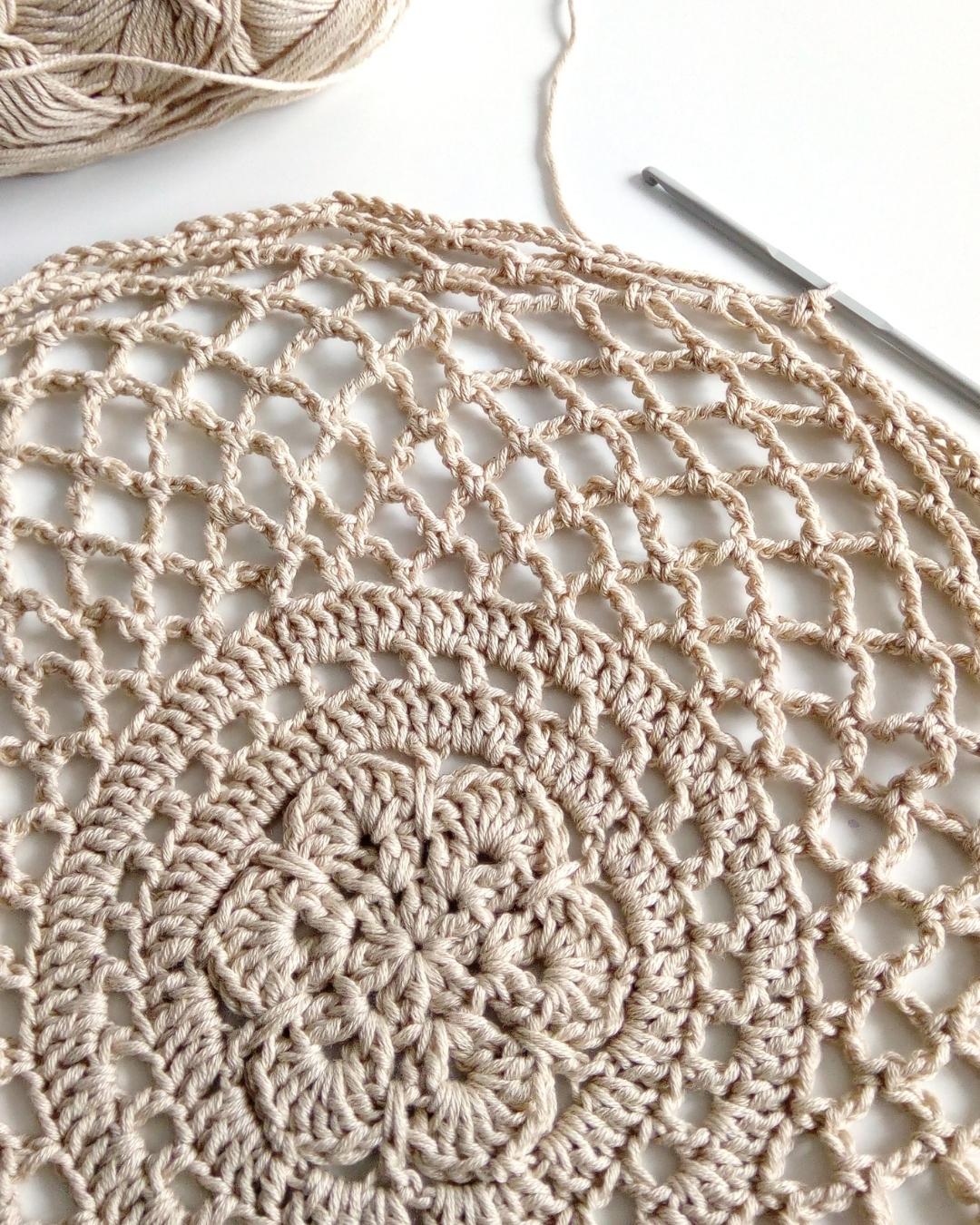 beige crochet market bag in progress